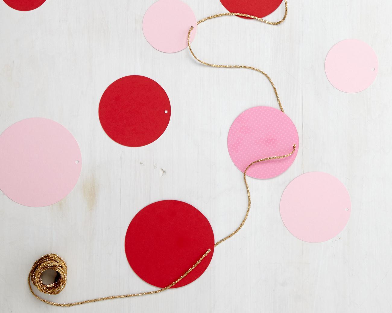 этом картинки на нитке для украшения ласточки изображаются ребрах
